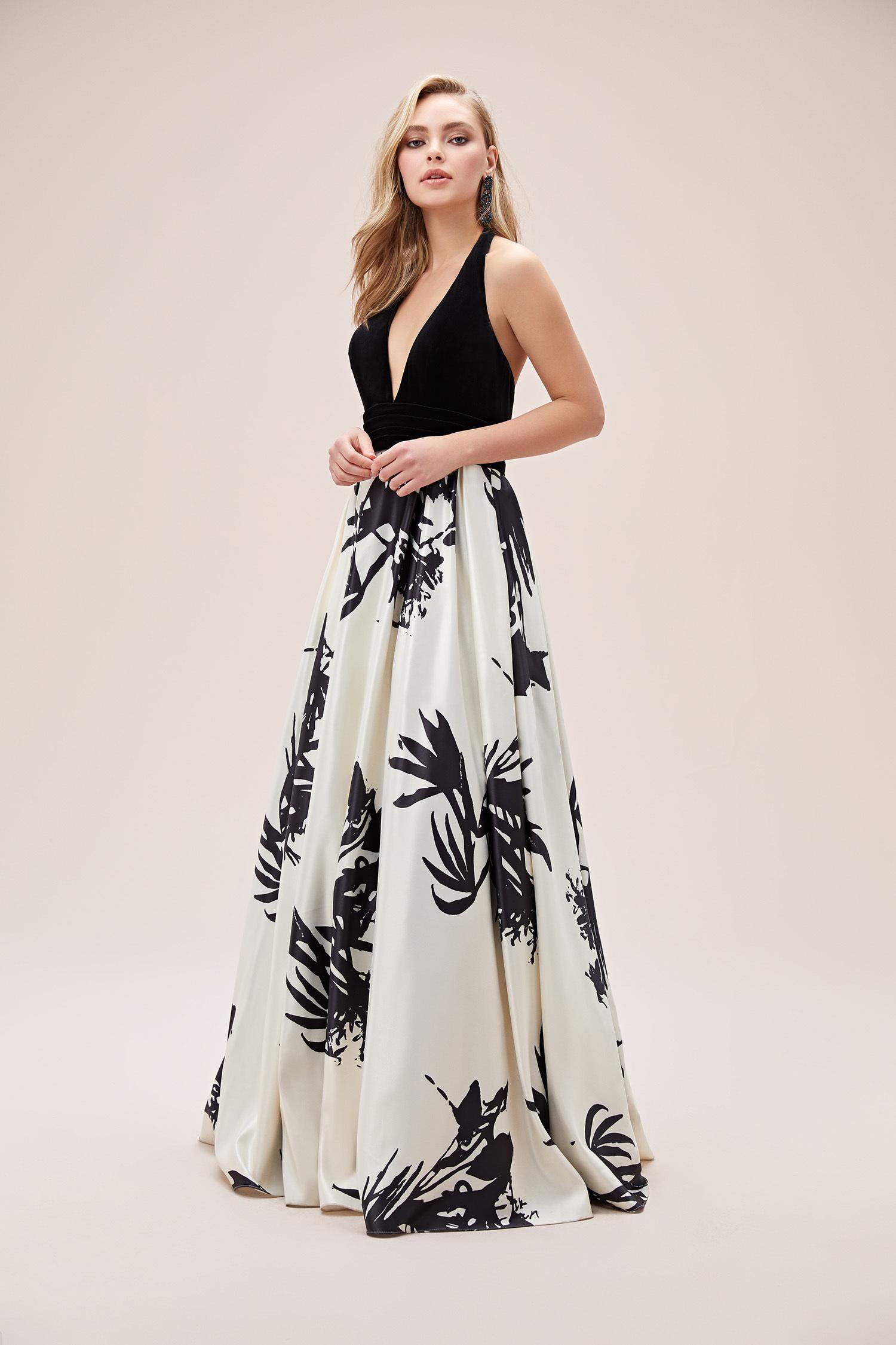Siyah Beyaz Derin V Yaka Saten Uzun Abiye Elbise - Thumbnail