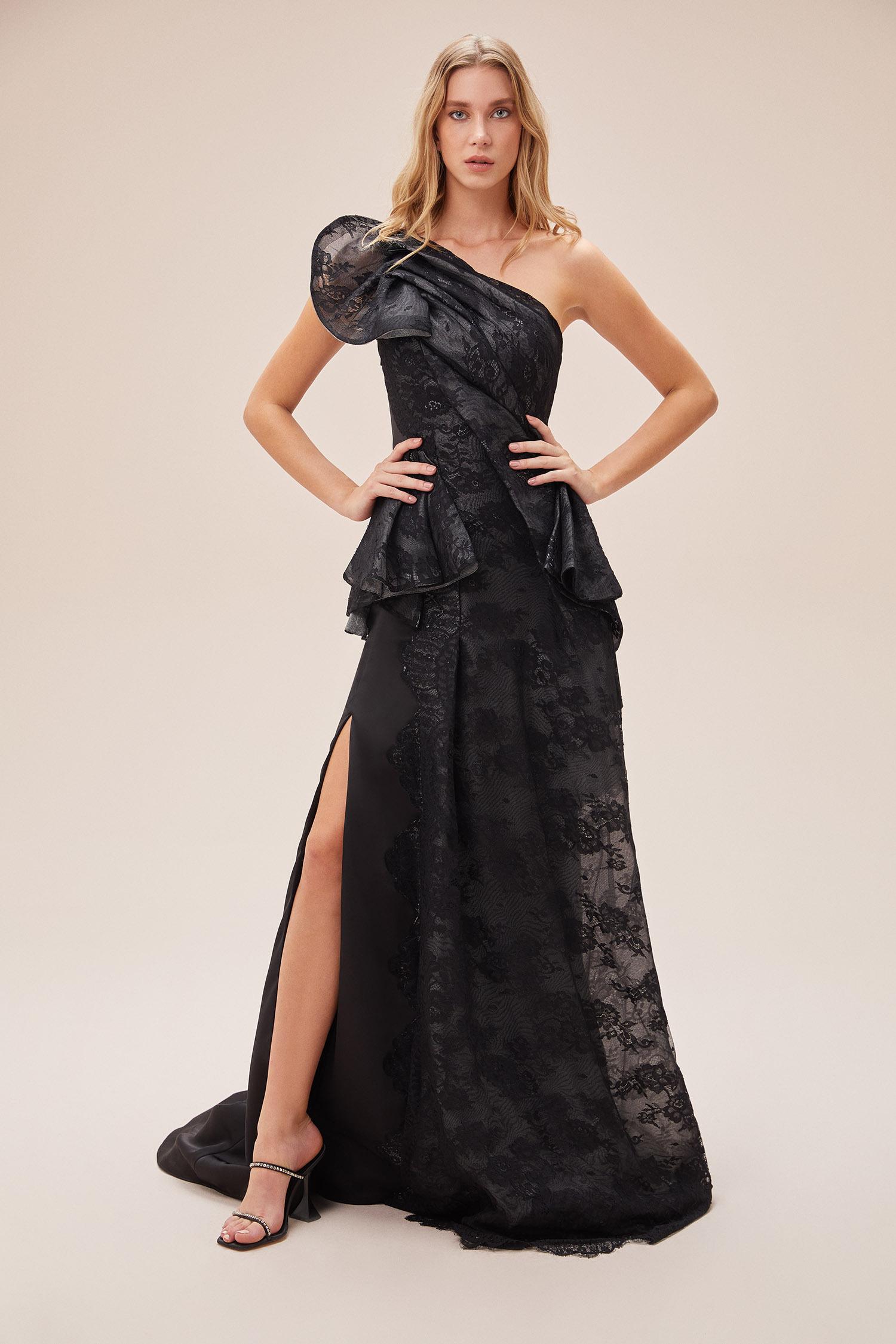 Siyah Dantel İşlemeli Tek Omuzlu Yırtmaçlı Elbise - Thumbnail