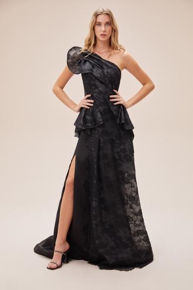 VCP - Siyah Dantel İşlemeli Tek Omuzlu Yırtmaçlı Elbise