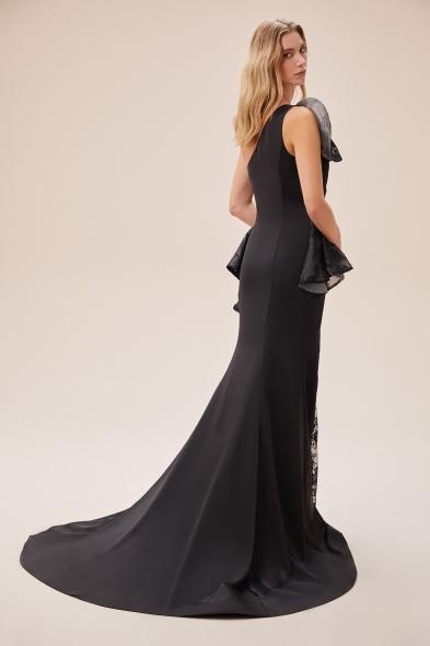VCP - Siyah Dantel İşlemeli Tek Omuzlu Yırtmaçlı Elbise (1)