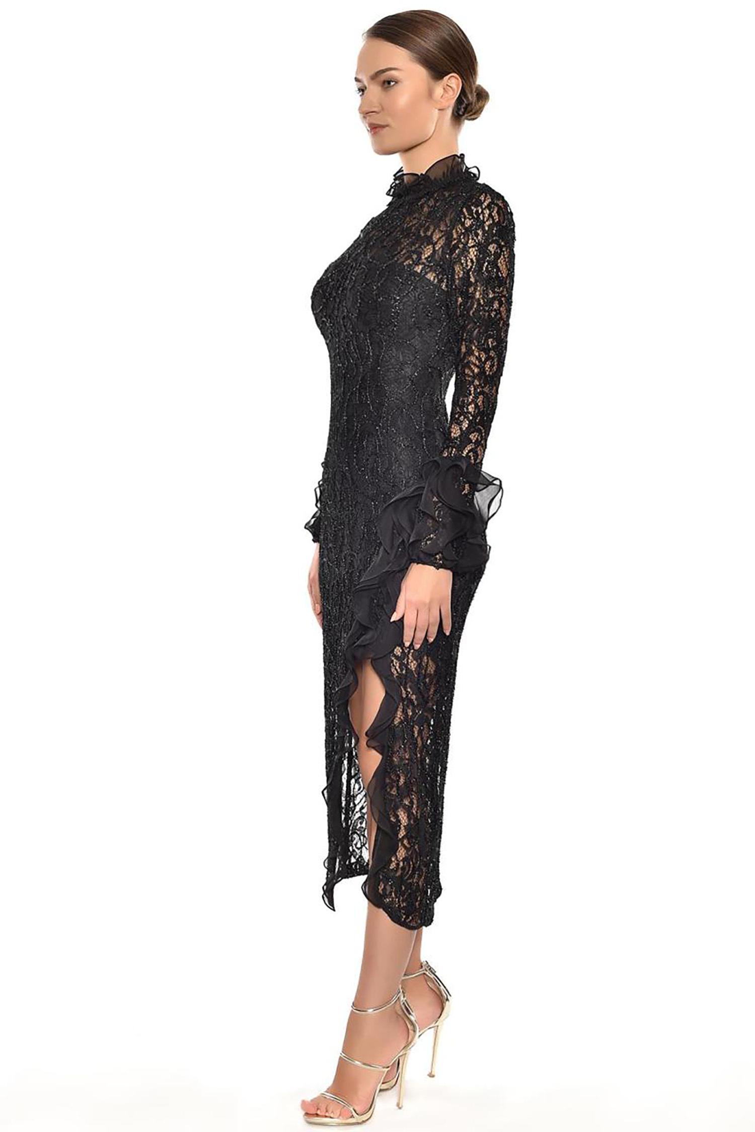 Siyah Dantel İşlemeli Uzun Kollu Yırtmaçlı Midi Boy Elbise - Thumbnail