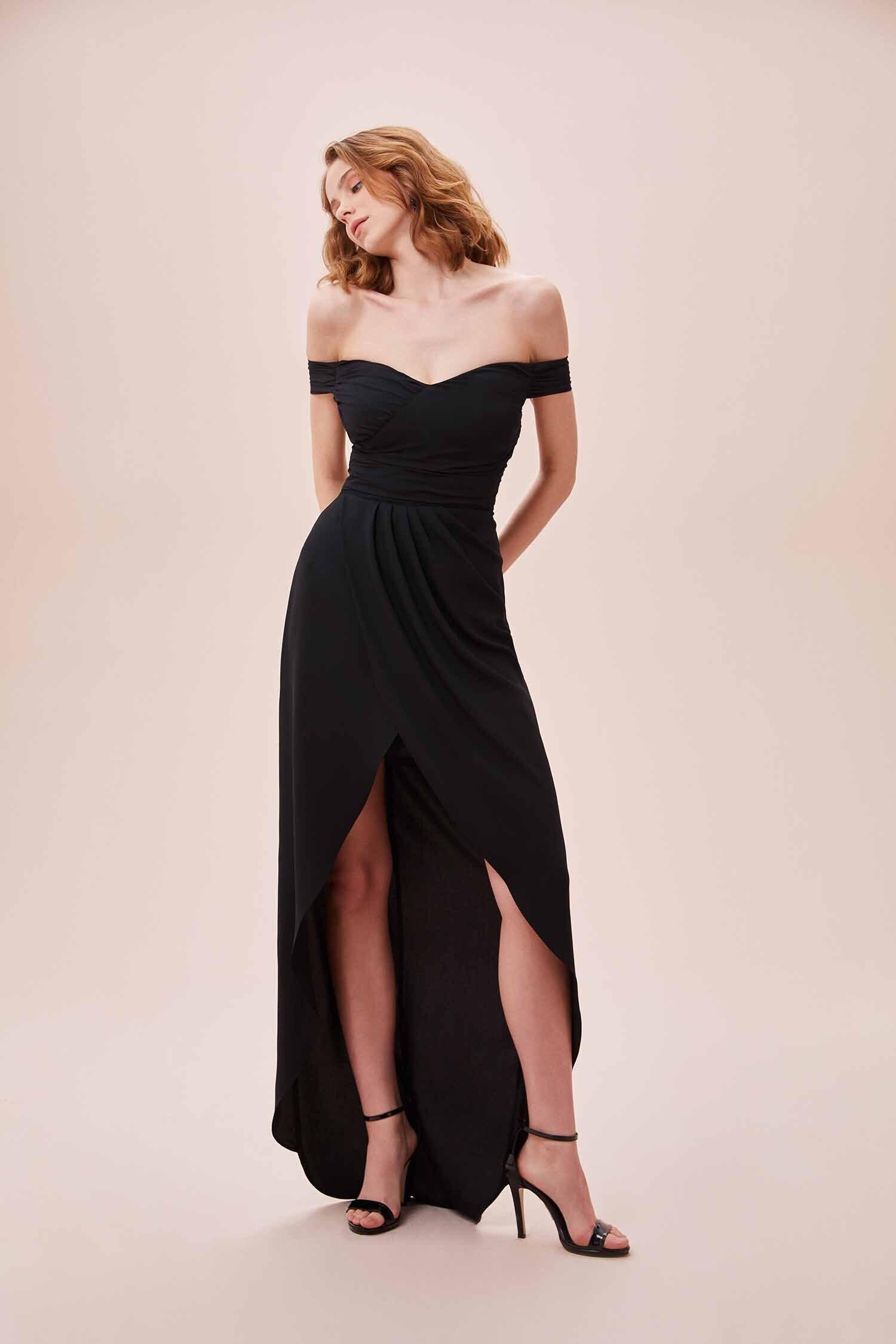 Siyah Düşük Omuzlu Yırtmaçlı Uzun Şifon Elbise - Thumbnail