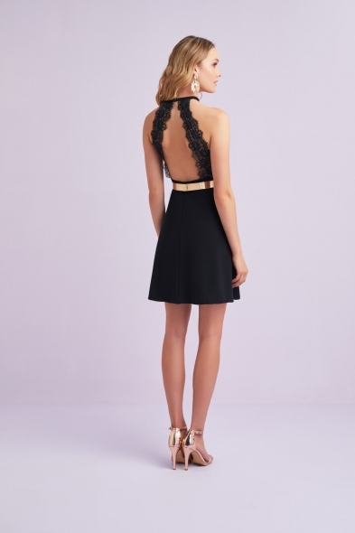 Viola Chan - Siyah Halter Yaka Kemer Detaylı Sırt Dekolteli Mini Krep Elbise (1)