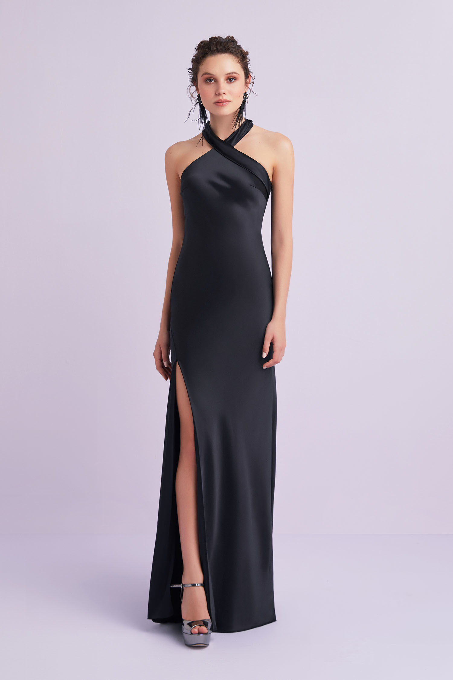 Siyah Halter Yaka Yırtmaçlı Saten Uzun Abiye Elbise - Thumbnail