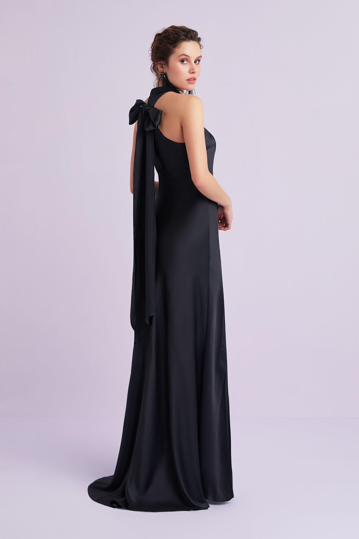 Siyah İnce Askılı Kruvaze Yaka Uzun Abiye Elbise - Thumbnail