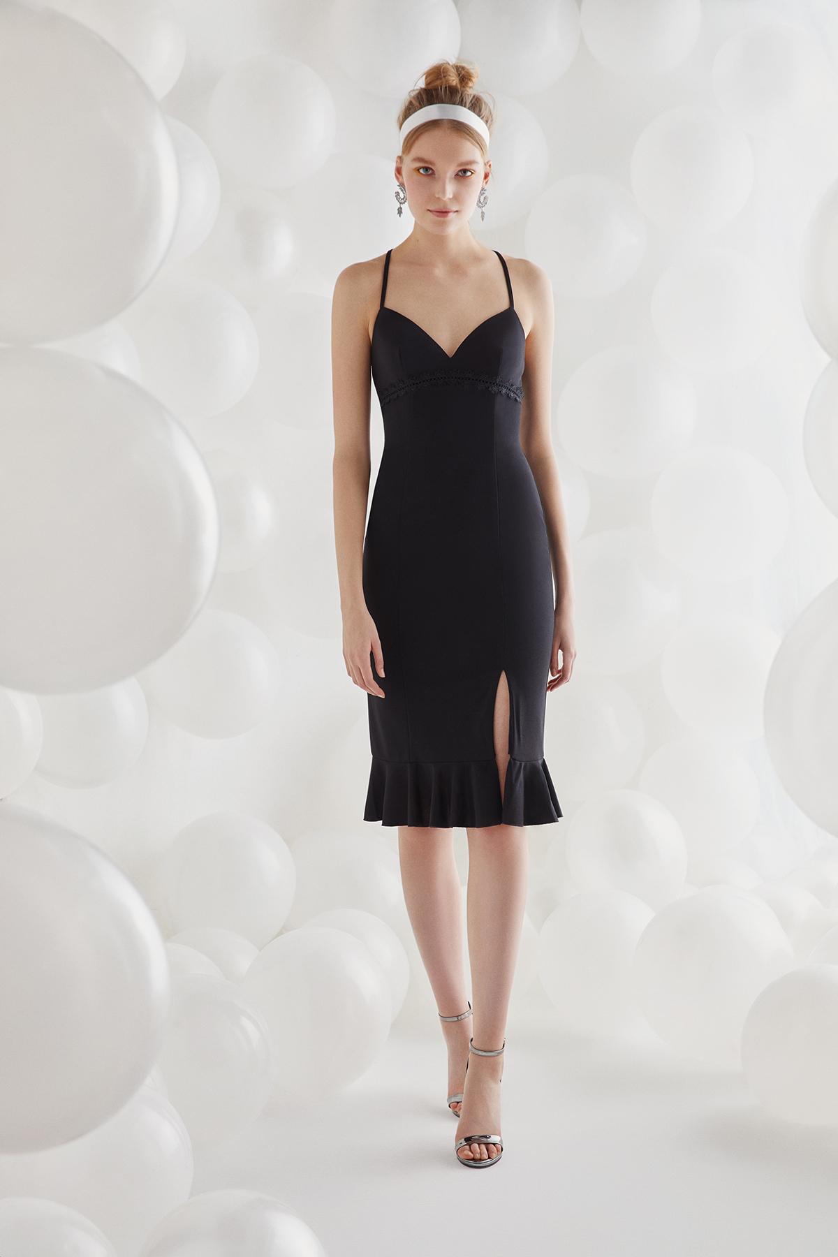 Siyah İnce Askılı Krep Kısa Elbise