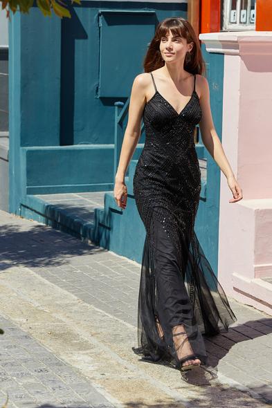 Viola Chan - Siyah V Yaka İnce Askılı Payetli Uzun Abiye Elbise