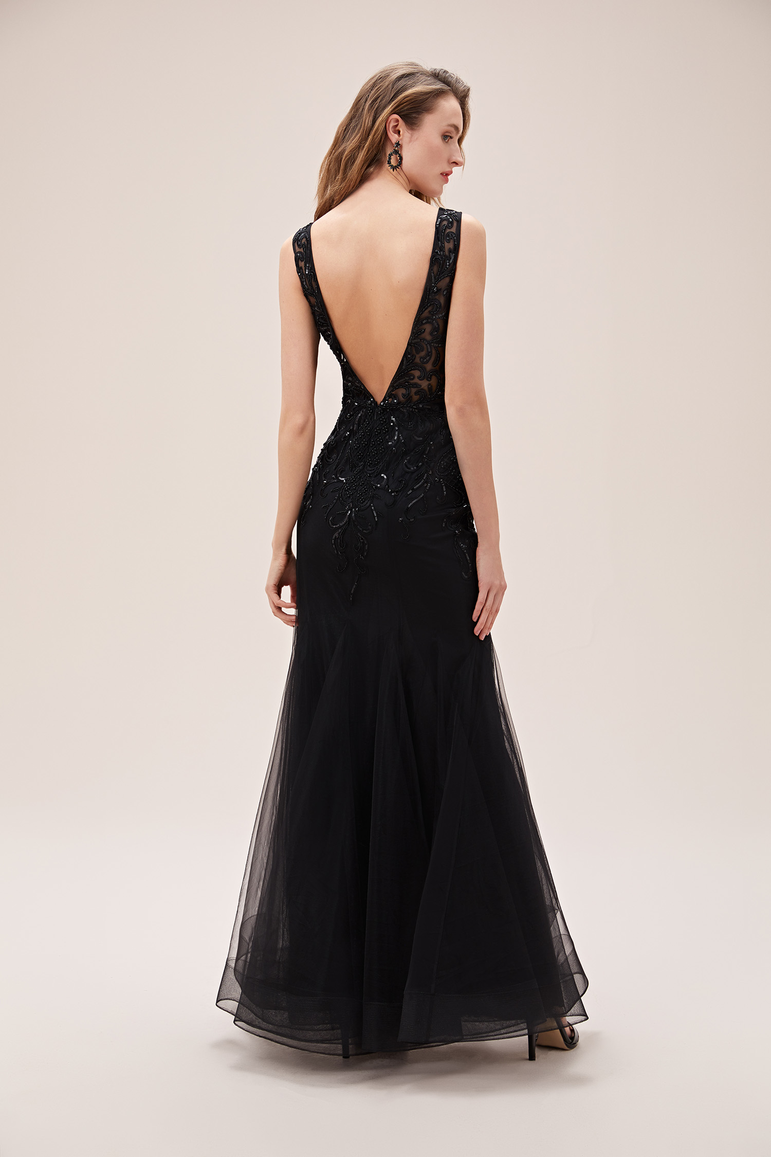 Siyah Payet İşlemeli V Yaka Tül Etekli Uzun Abiye Elbise - Thumbnail