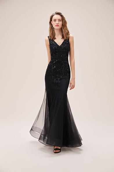 Viola Chan - Siyah Payet İşlemeli V Yaka Tül Etekli Uzun Abiye Elbise