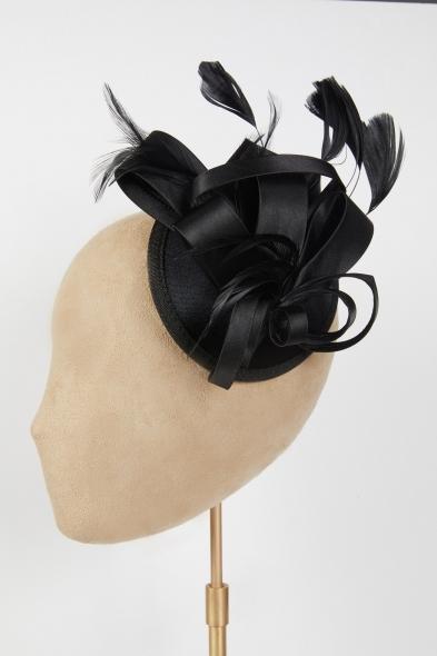 Oleg Cassini - Siyah Saten Gelin Şapkası