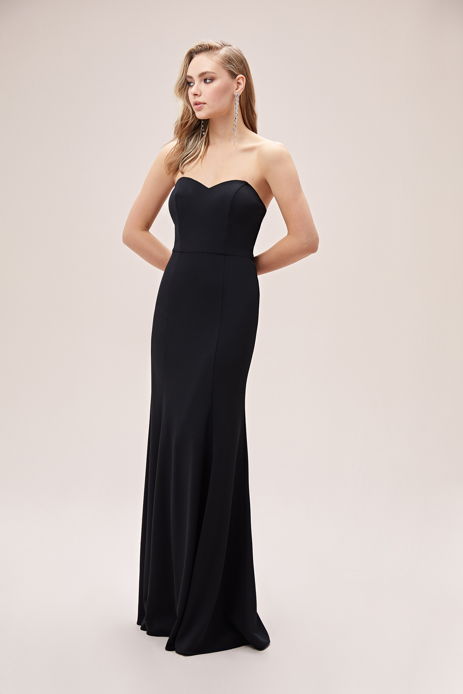 Siyah Straplez Krep Uzun Abiye Elbise - Thumbnail