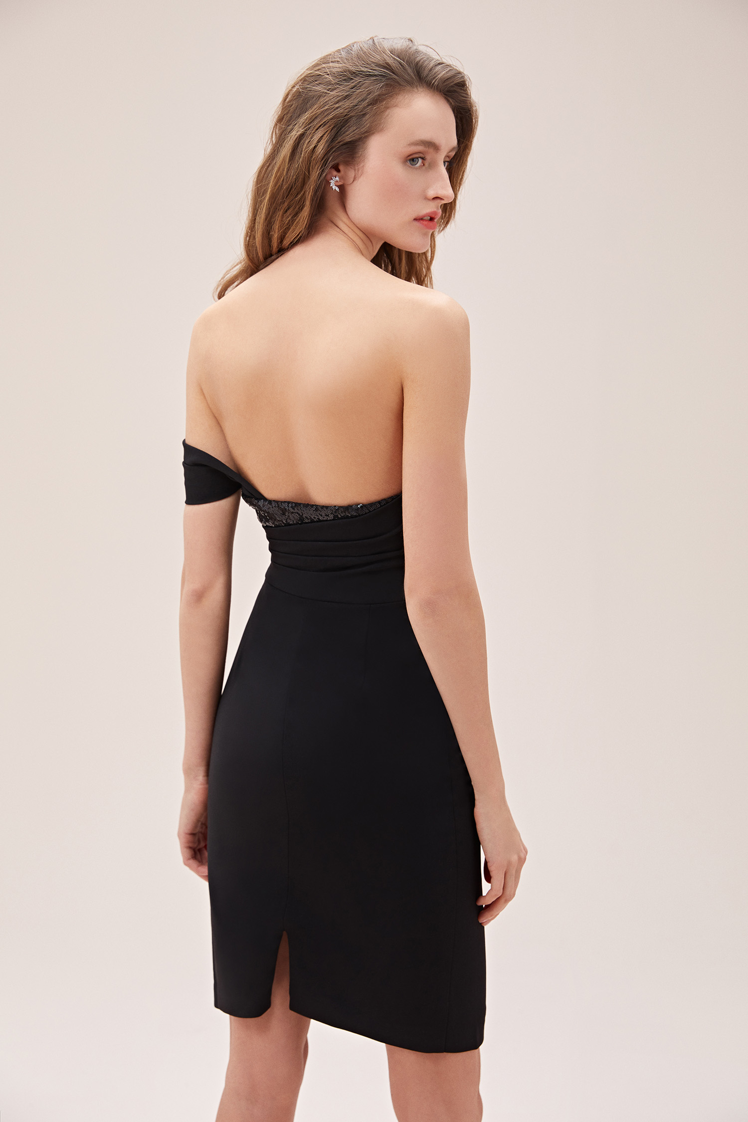 Siyah Tek Omuzlu Drapeli Krep Dar Diz Üstü Elbise - Thumbnail