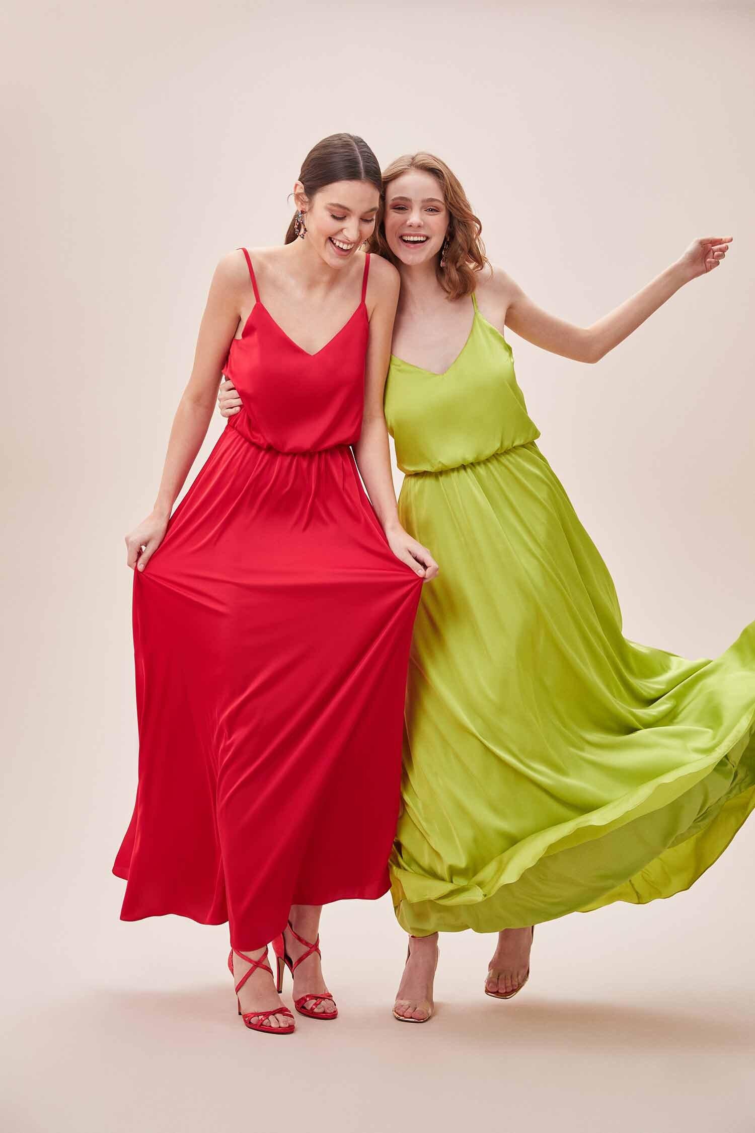 Yeşil İnce Askılı V Yaka Belden Büzgülü Uzun Saten Elbise - Thumbnail
