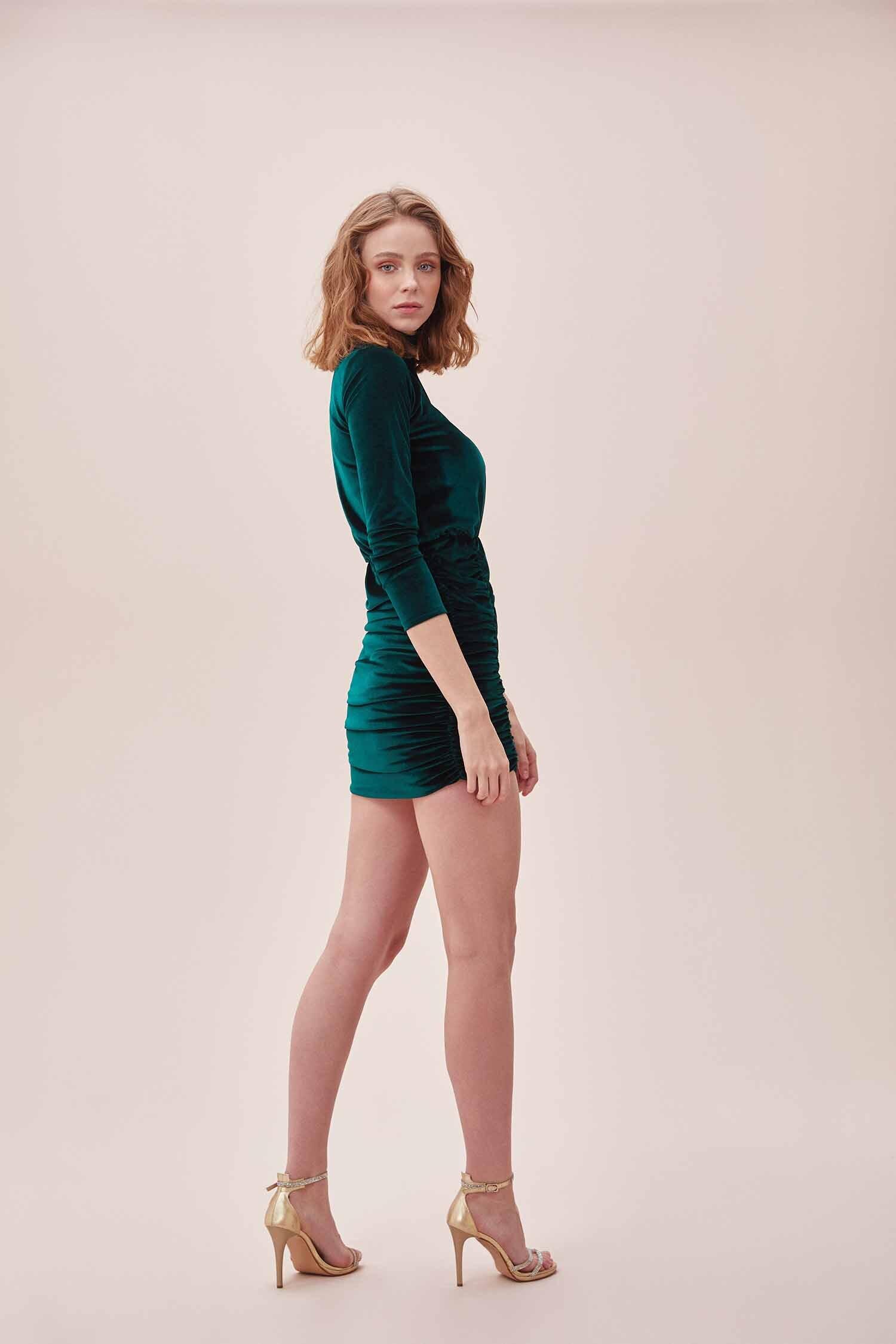 Yeşil Yüksek Yaka Uzun Kollu Büzgülü Mini Kadife Elbise - Thumbnail
