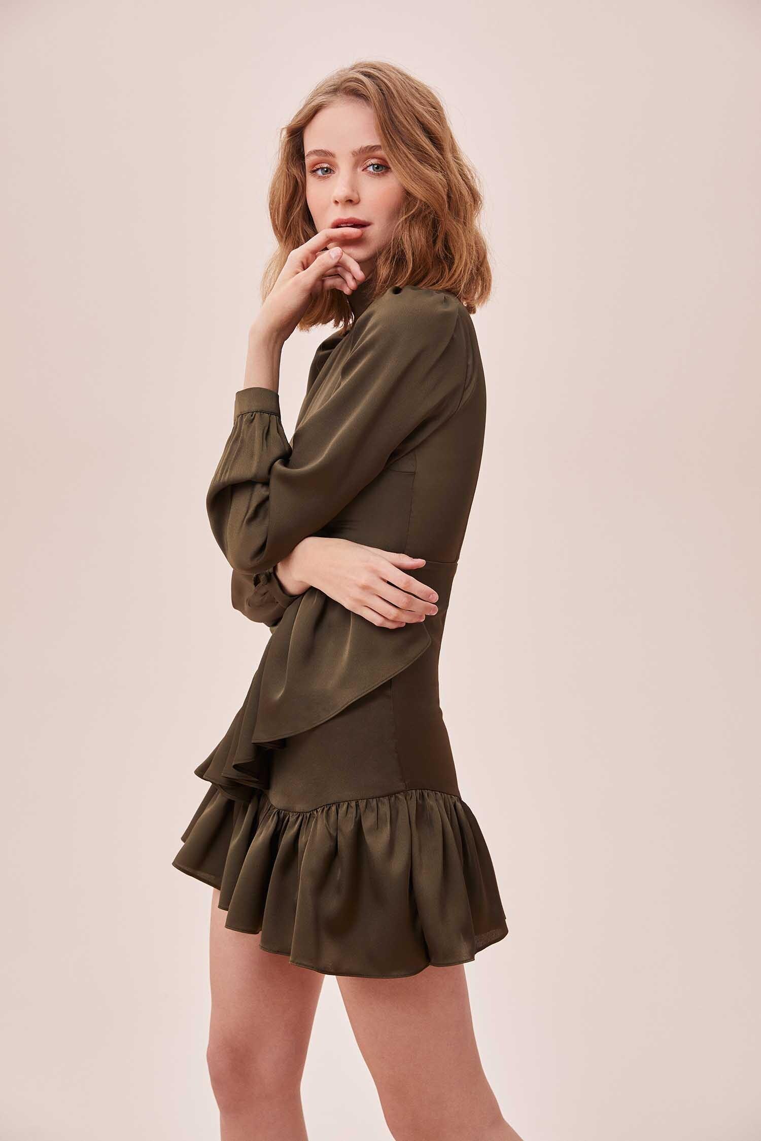 Yeşil Yüksek Yaka Uzun Kollu Eteği Fırfırlı Mini Saten Elbise - Thumbnail