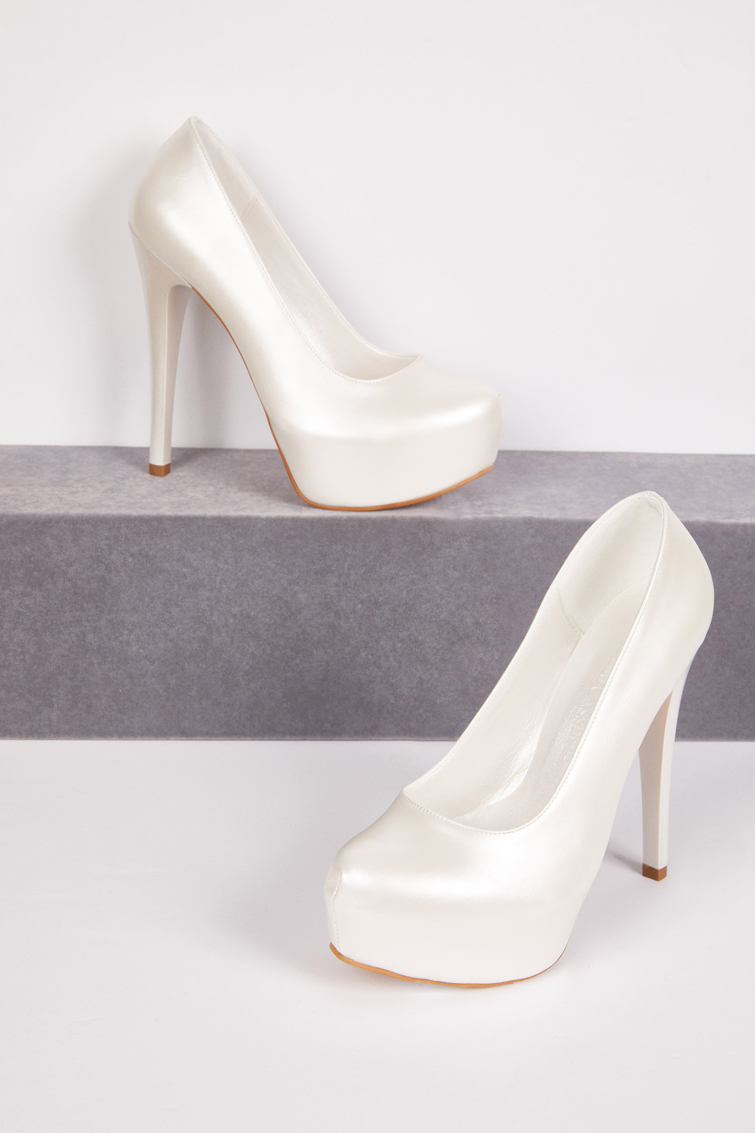 Yüksek Topuklu Önü Kapalı Beyaz Gelin Ayakkabısı
